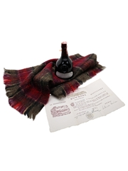 Bowmore Bicentenary Bottled 1979 - Includes Bowmore Mohair Scarf 75cl / 43%