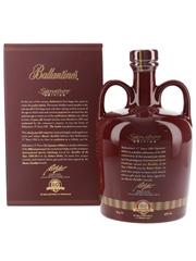Ballantine's 17 Year Old Ceramic Decanter 60th Anniversary - Signatory Edition 75cl / 43%